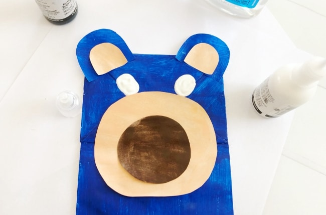 This Wonder Park Boomer Puppet is a fun and easy craft to make before or after watching the fun animated film, Wonder Park.