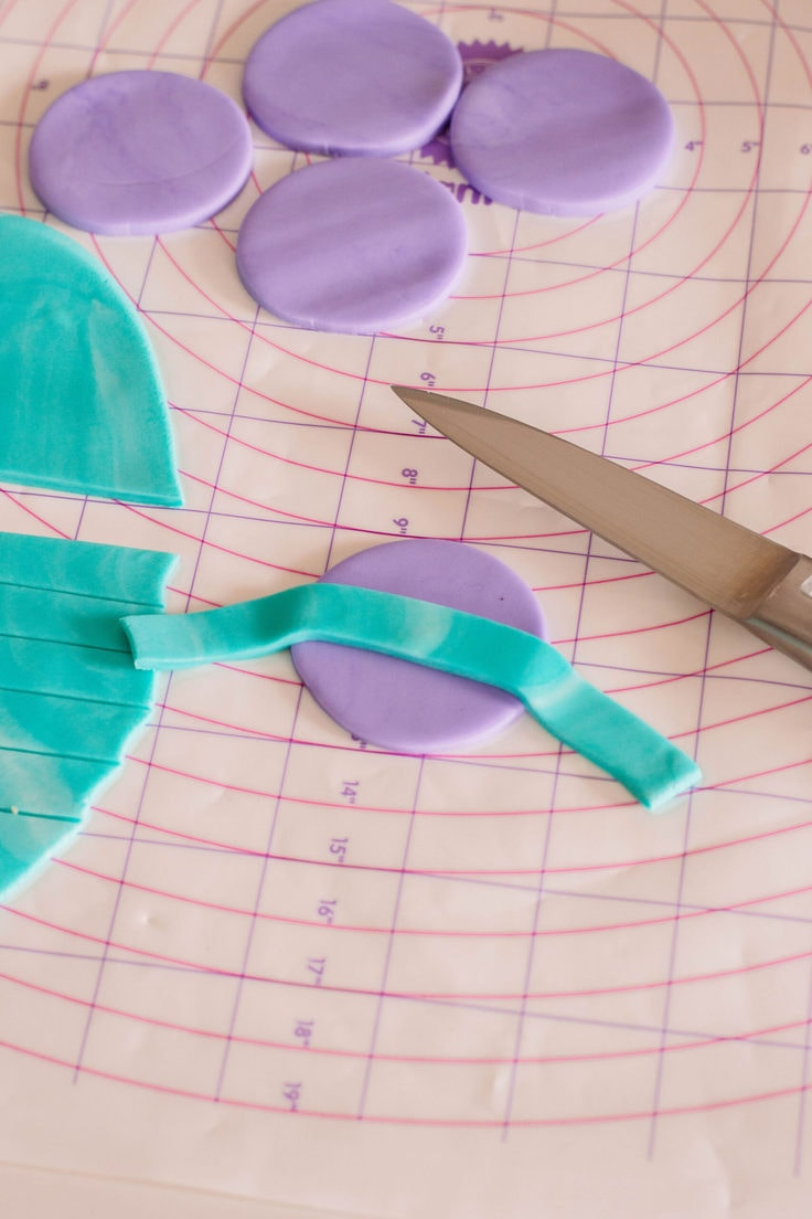 The first step to making a fondant headband for your Princess Jasmine Cupcake Toppers