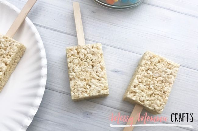 These Under the Sea Rice Krispie Treats are perfect for the summer and only require three ingredients.