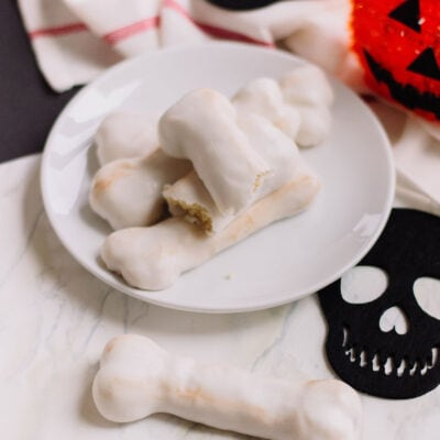 Treat your ghoulish guests at your next Halloween bash with these super creepy Bones Cookies! #halloweendessert