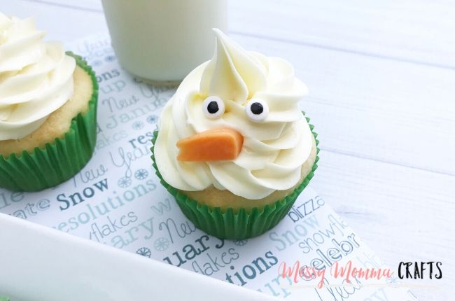 Snowman Cupcake are an Easy to Make Winter Treat, perfect for Christmas or a blistery winter day.