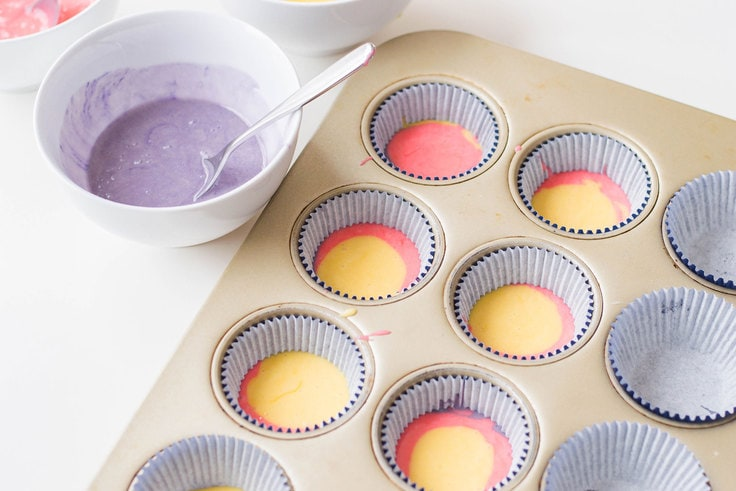 Ladies and gents, here are the cutest Rainbow Cupcakes I have ever made... and I'm here to share the recipe with you! #rainbowcupcakes